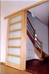 Comment poser une porte de placard coulissante?